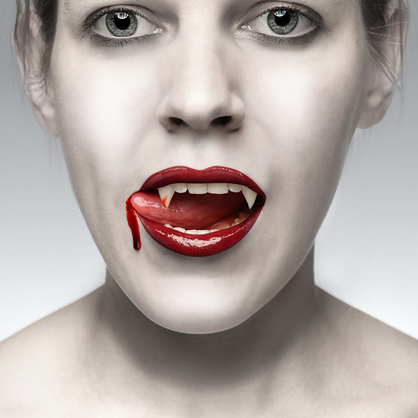 1584_true_blood_fangs_inuse