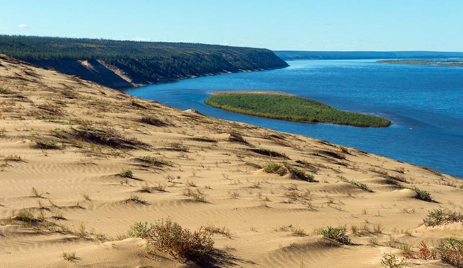 Можно отправиться в пеший тур и посмотреть на удивительные карстовые образования или огромные песчаные массивы, которые называют Тукуланами.