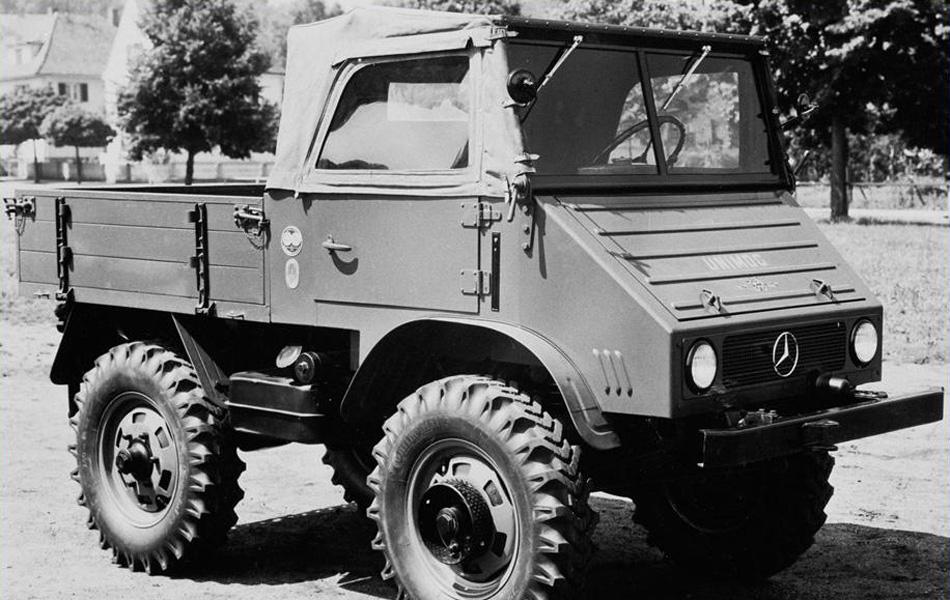 Mercedes-Benz Unimog образца 1948 года. Позже он раза в два увеличился в размерах, заставив конструкторов других стран мечтать о такой же грузоподъемности и проходимости автомобилей их авторства.