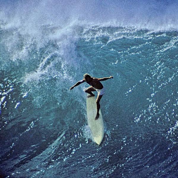 Джеки Бакстер начал заниматься серфингом в 1959 году в возрасте 11 лет у себя дома в Калифорнии, а в 20 лет переехал на Гавайи. Бакстер известен тем, что всегда пытался покорить самые опасные волны. 1972 год.