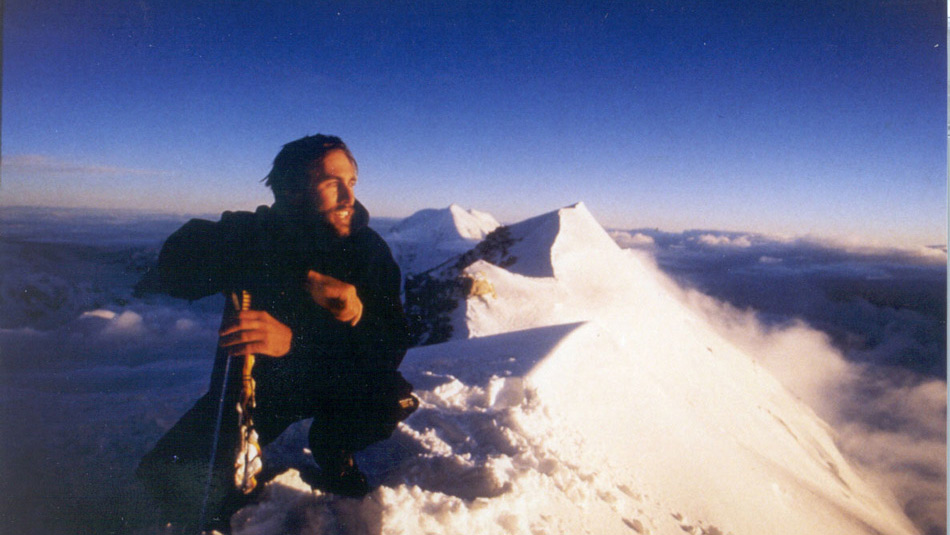 Эрик Вайхенмайер — вероятно, самый вдохновляющий персонаж из всех в этом списке. Альпинист, скайдайвер, байкер и лыжник Вайхенмайер имеет одну особенность — он лишился зрения в возрасте 13 лет. В 1995 он забрался на вершину горы Маккинли, а спустя два года — на вершину Килиманджаро. В 2001 году Вайхенмайер стал первым слепым человеком, покорившим Эверест.