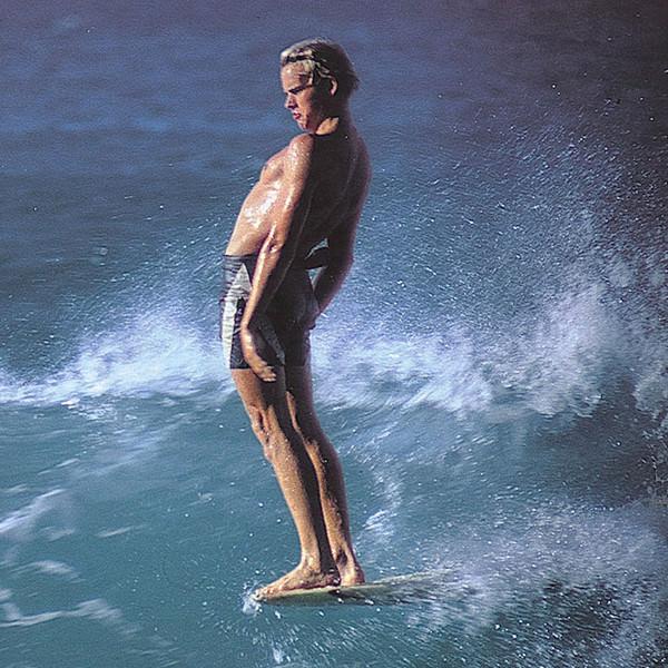 Билл Хэмилтон был законодателем стиля для серферов с середины 60-х до середины 70-х. На фото он в гавайской Пупукее. 1967 год.