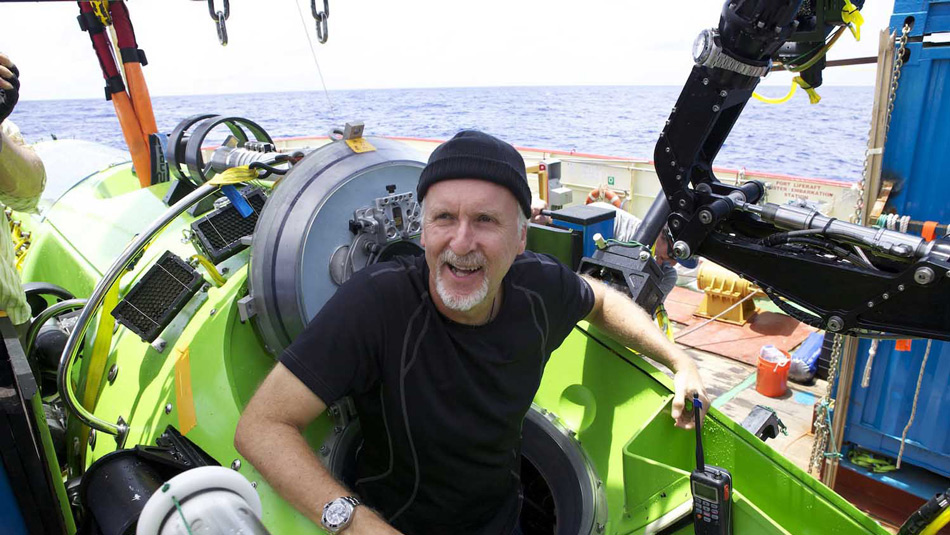Режиссер Джеймс Кэмерон долгое время мечтал опуститься на дно Марианской впадины. Для этого под его началом был построен специальный батискаф под названием «Deepsea Challenger» (по имени впадины Челленджер, самой глубокой точки Марианского желоба). Ключевым моментом было давление на глубине 11 километров, которое батискаф мог не выдержать. В итоге после семи лет исследований, проектирования и испытаний, Кэмерон осуществил давнюю мечту, рискуя собственной жизнью.