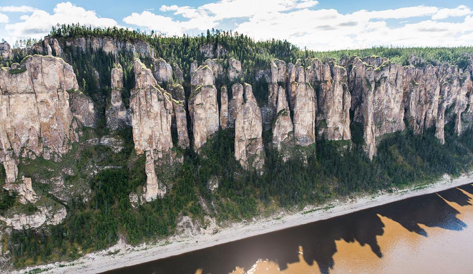 Природный парк «Ленские столбы» был организован в середине 90-х годов, имеетплощадь в 485 тысяч гектар и состоит из двух филиалов — «Столбы» и «Синский». Основной задачей парка считается развитие экологического туризма.