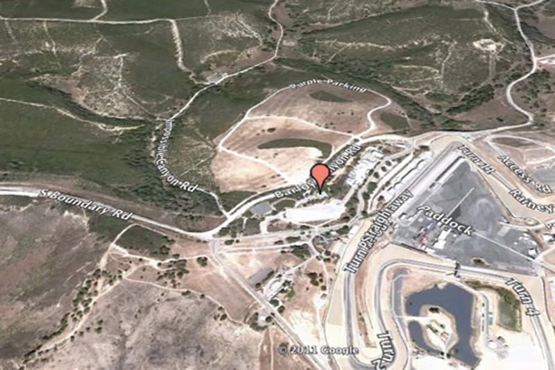 Гоночная трасса Мазда Лагуна Сека, Калифорния, США. Доподлинно неизвестно что же такого секретного есть на кольцевой гоночной трассе рядом с городом Монтерей, но по какой-то причине этот объект отредактировали.