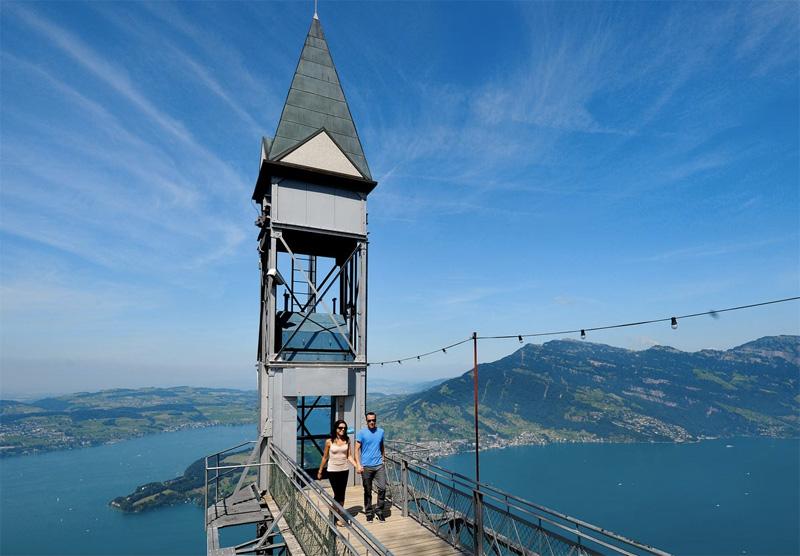 Холм Хамметшванд, высотой 1132 метров, является самой высокой точкой полуострова Бюргеншток. Добраться до вершины можно на скоростном лифте, который менее чем за минуту поднимается на высоту 152 метра.