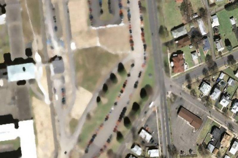 Исправительное учреждение Hill в Эльмире, США. После бунтов в тюрьме Аттика, а также массовых побегов по всему миру власти всерьез взялись за «систему защиты» от побегов, осуществляемых с помощью вертолетов. К примеру, тюрьму строгого режима Hillна Google Maps решено было подредактировать.