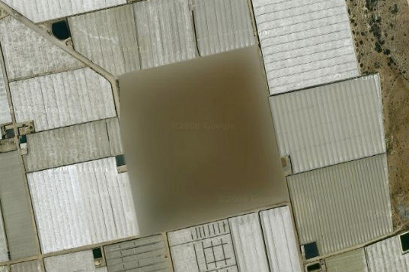 Под размытым изображением квадрата скрывается ракетная шахта, расположенная в Испании.