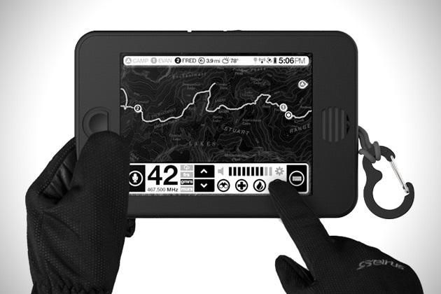 Планшет Earl Backcountry Survival: Производители планшета под названием Earl уверены, что в суровых условиях с яблочными девайсами делать нечего. Поэтому свое детище они оснастили инфракрасным тачскрином для пользования им в перчатках, ударопрочным и влагозащитным корпусом, солнечными батареями и множеством датчиков, включая GPS, ГЛОНАСС, барометр, термометр, акселерометр, гироскоп, магнитометр, измеритель силы ветра и влажности воздуха, а также радиоприемник в четырех диапазонах. Солнечного заряда, для которого требуется 5 часов, хватит на 20 часов работы.