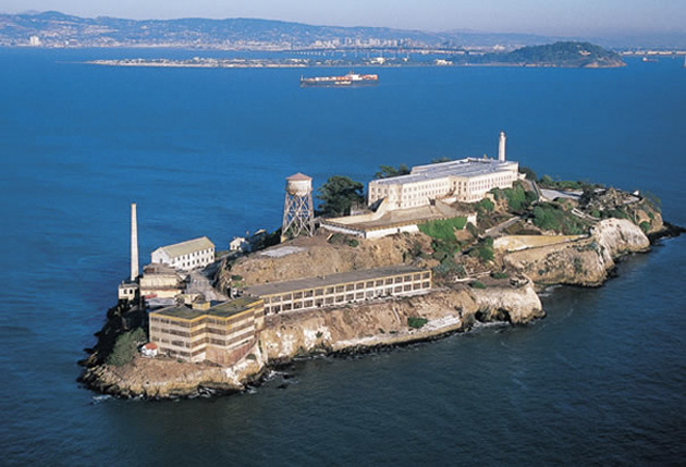 История гениального побега с острова-тюрьмы Алькатрас (8 фото)
