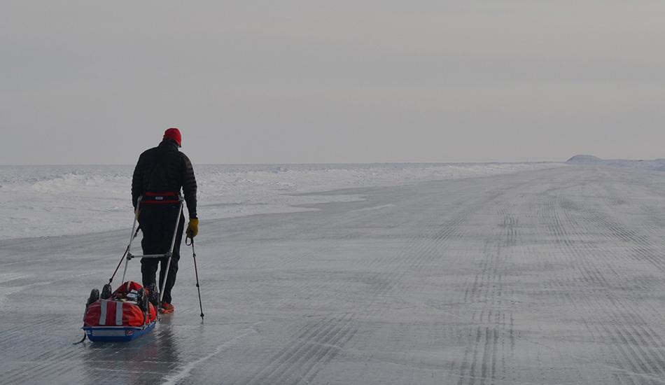 За Северным полярным кругом проходит 35 из почти 550 километров трассы «6633 Ультра» (66 градусов и 33 минуты — широта Северного полярного круга). На этом отрезке участники тащат свое снаряжение на специальных санях по суровой ветряной горной местности между Юконом и Северо-Западными территориями Канады, где температура опускается до -25 градусов.