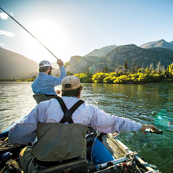 И все-таки местную рыбалку стоит отметить особо — в реке Симпсон водится отличный королевский лосось размером с небольшой чемодан. Все необходимое для рыбалки оборудование вы можете арендовать на месте.