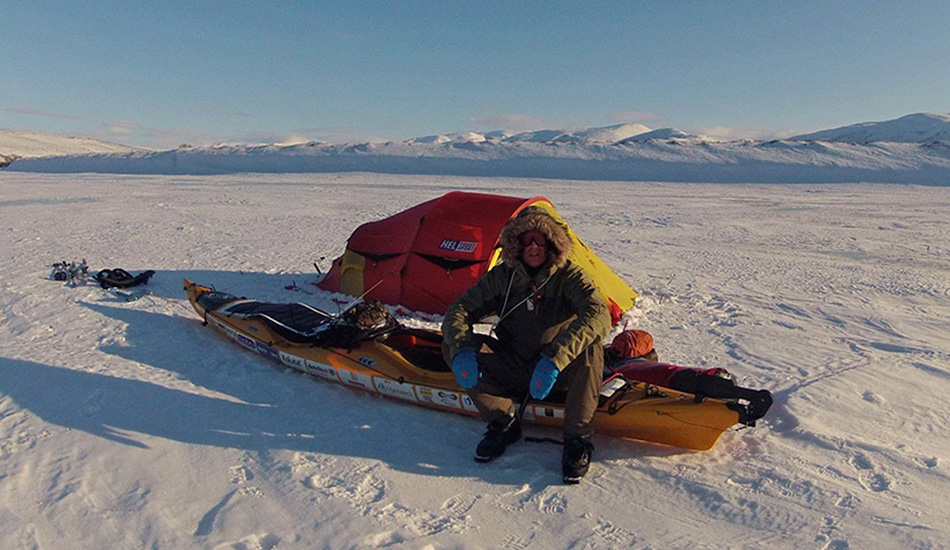 Первый переход через Хребет Брукса Этим летом голландец Юрий Клавер стал первым человеком, кто в одиночку преодолел Хребет Брукса на Аляске пешком, на лыжах и на каяке. Длина этого заполярного горного хребта составляет почти 900 километров. Этот проход — часть экспедиции Клавера под названием «Крыша Северной Америки», в рамках которой он планирует пересечь север американского континента от Аляски до Гренландии.
