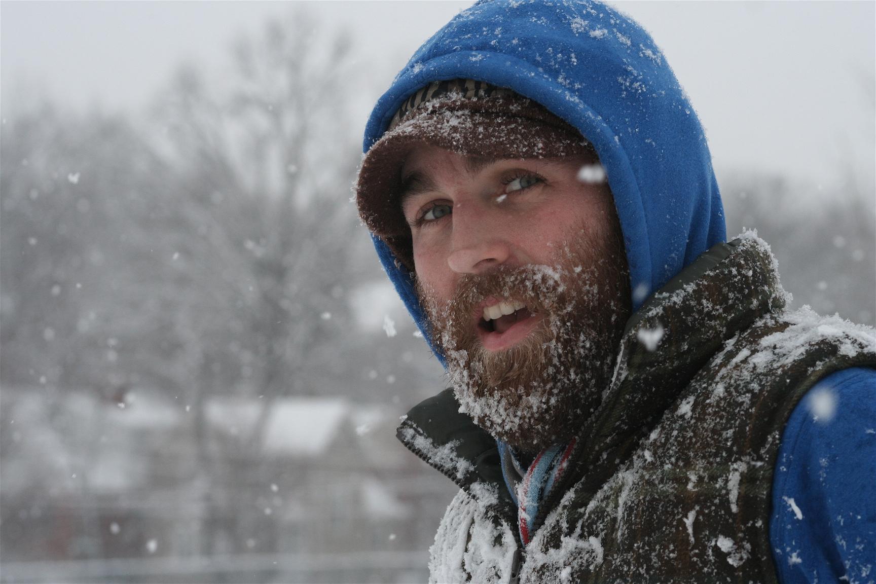 Среднийслой отвечает прежде всего за изоляцию, а также за сохранение тепла. Если вы бегаете или катаетесь на лыжах в морозную погоду, то вам понадобится более теплый средний слой.