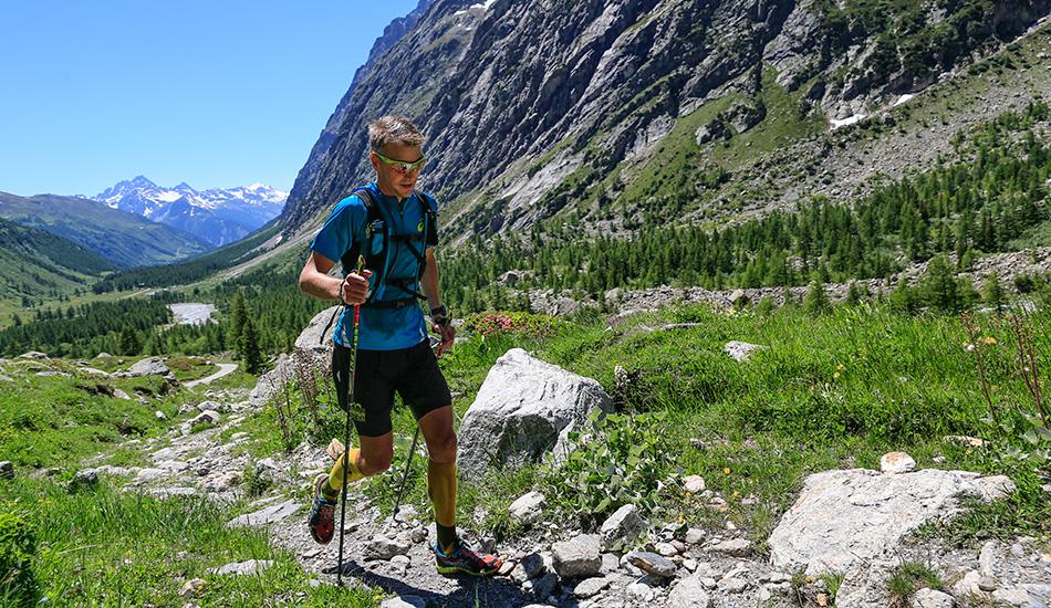 Рекордный трейлраннинг-забег 21 июня команда из четырех ультрамарафонцев совершила самый быстрый забег по 150-километровой трассе вокруг альпийской горы Монблан по территориям Франции, Италии и Швейцарии. Маршрут занял 15 часов и 41 минуту, что просто выдающийся результат, учитывая, что предыдущий рекорд был поставлен в одиночном забеге и составлял более 20 часов. Результаты можно объяснить «звездностью» команды, состоявшей сплошь из чемпионов по трейлраннингу (бег по пригодному рельефу, к которому как раз относится ультрамарафон Ultra-Trail du Mont Blanc).