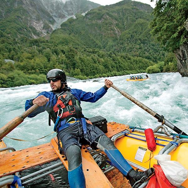 Одна из главных жемчужин этой местности — река Футалефу — захватывает небольшой кусок Аргентины перед тем, как свернуть обратно в чилийские Анды, и протекает мимо одноименного поселка. Немного вниз по течению от этого поселка начинается каньон с, пожалуй, самым экстремальным 40-километровым водным участком на континенте.