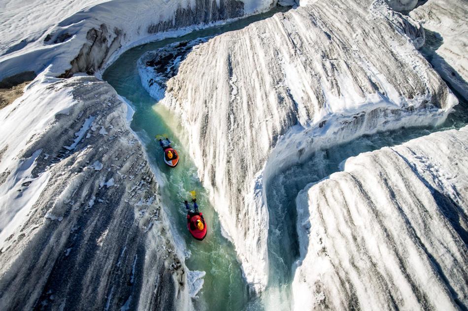 Вообще гидроспидинг не обязательно предполагает ледяную воду. Эта экстремальная дисциплина развилась из традиционных рафтинга и каякинга и предполагает просто быстрое движение по воде на специальной доске.