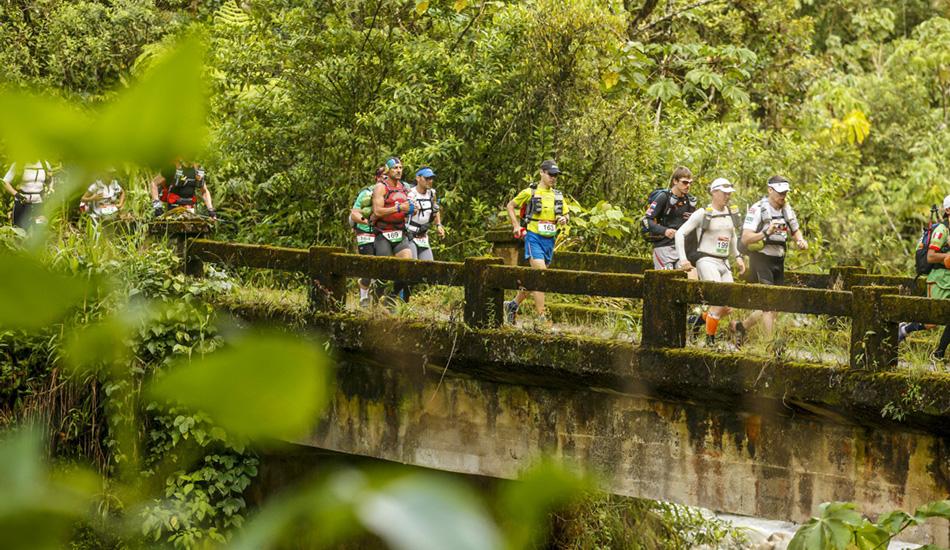 Трасса «Ультраджунгли» растянута более чем на 200 километров по влажным перуанским джунглям. Маршрут пересекает около 70 рек и ручьев. Когда вы попадаете в джунгли, зашкаливающий уровень влажности сделает ваше потоотделение бесполезным в плане поддержания температуры тела.