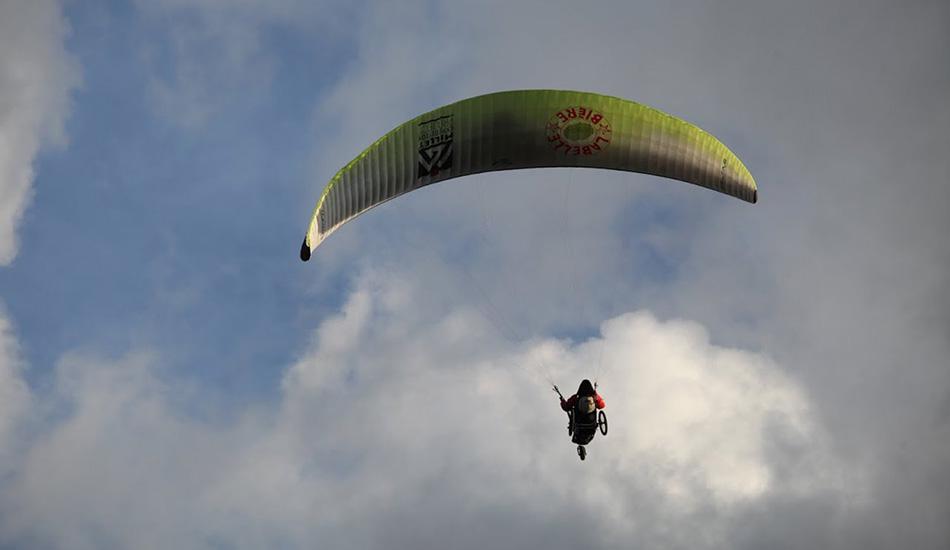 Первый колясочник, совершивший переход через Альпы 24-летний Винсент Делепелейр в августе стал первым человеком с ограниченными возможностями, совершившем переход через Альпы. Совместив езду на коляске и полеты на параплане, он преодолел маршрут за 22 дня. Он и его команда участвовали в соревнованиях «Red Bull X-Alps», пытаясь таким образом привлечь внимание к организации Делепелейра, которая пытается сделать путешествия доступными для всех.