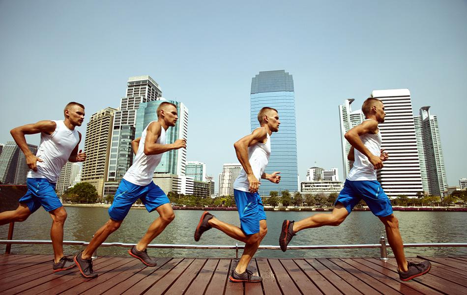 Миф №10: пищевые добавки улучшают ваши спортивные показатели Принято считать, что, к примеру, антиоксиданты, включающие витамины A, C и E, разрушают свободные радикалы, молекулы возникающие в процессе упражнений и способные разрушать клетки. Согласно последним исследованиям, некоторые из этих свободных радикалов запускают химические реакции, которые способствуют восстановлению мышц и улучшению здоровья. Кверцетин — флавонид, обычно содержащийся в яблоках, винограде и прочих фруктах и овощах — как правило, принимают для повышения выносливости и борьбы с усталостью. Однако наука утверждает другое — польза от кверцетина для атлетов либо минимальная, либо нулевая. Согласно недавней серии исследований, эта добавка может помочь людям, которые имеют лишний вес и только-только приступают к упражнениям, но не тем, кто уже занимается какое-то продолжительное время. Одним словом, не стоит уделять так много внимания пищевым добавкам, ведь волшебной пилюли все равно не существует.