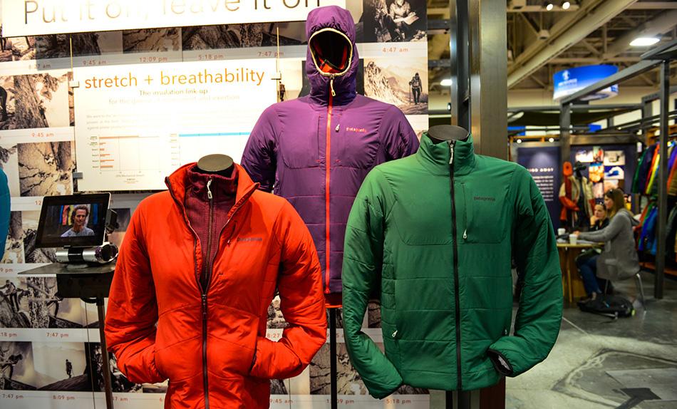Самое универсальное решение —совместить не слишком изолирующую верхнюю одежду с довольно теплым средним слоем. Легкий верхний слой защитит от ветра и снега и одновременно не даст сопреть при перепадах температур.