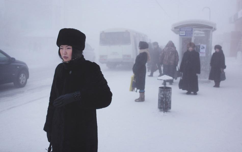 Коренное же население Якутии, более привычное к холодам, и по сей день формирует основной костяк населения Полюса холода.