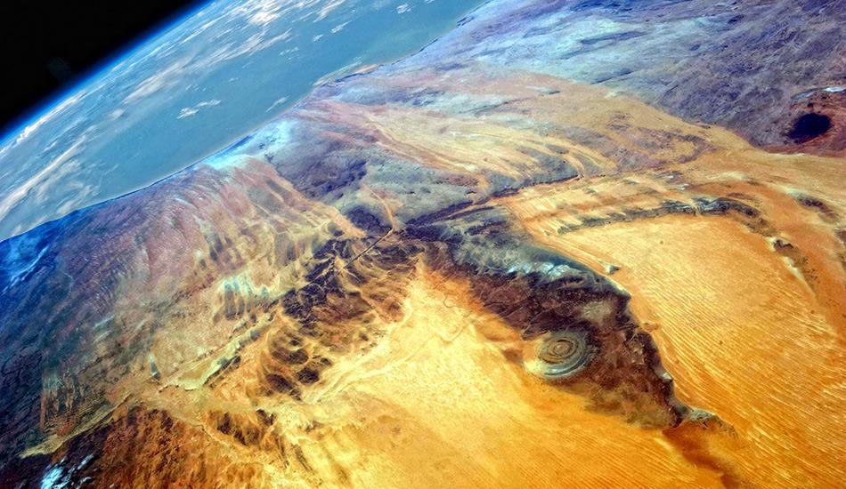 Считается, что Глаз Сахары образовался в период между поздним Протерозоем (2,5 миллиарда лет) и Ордовиком (480 миллионов лет). Самому древнему кольцу примерно 600 миллионов лет.