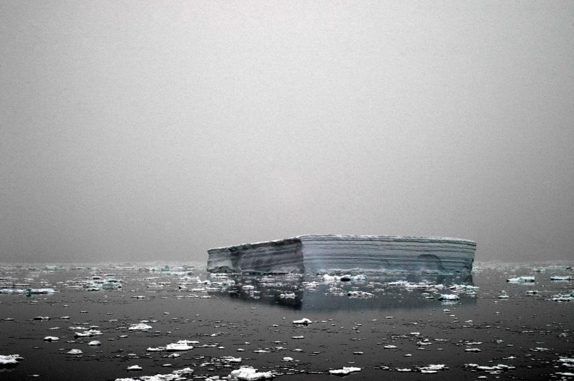 Плоский айсберг, Мыс Адэр, Восточная Антарктида, декабрь 2006.