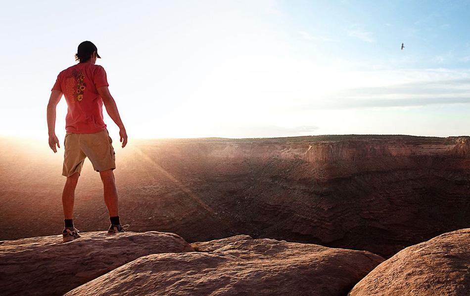 127 часов (2010) В этой страшной и одновременно захватывающей экранизации мемуаров альпиниста Арона Ралстона (того самого, которому пришлось отрубить себе руку в одном из каньонов) Джеймс Франко сыграл, пожалуй, свою лучшую роль.