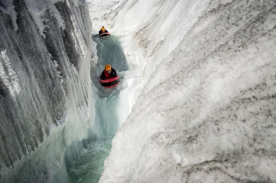 Профессионалы гидроспидинга способны «читать реку» — они настолько хорошо чувствуют физику воды, что способны предугадывать поведение потока и подстраиваться под него.
