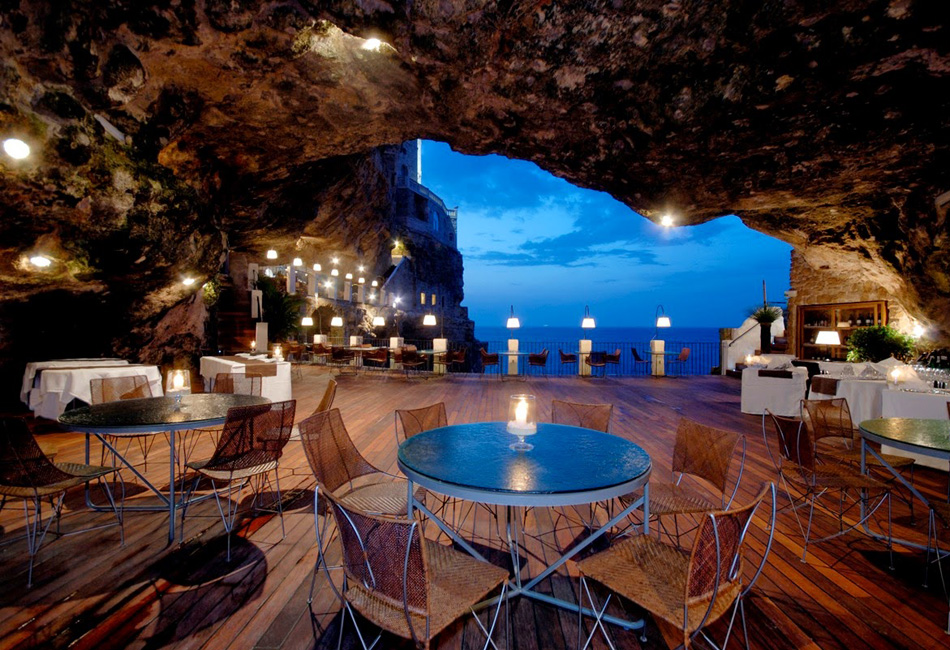 РесторанThe Grotta Palazzeseвнутри пещеры, Италия