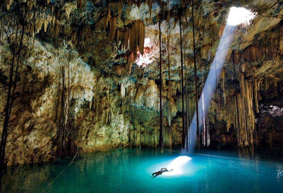 Пещера с озером, Мексика