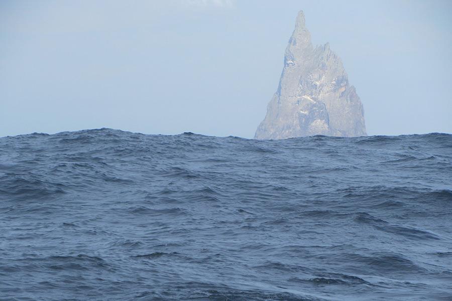 Первая зарегистрированная высадка человека на Болс-Пирамид состоялась в 1882 году, спустя почти столетие с открытия острова. Первое восхождение на вершину совершили члены Сиднейского Клуба Скалолазов в 1965 году, после чего было еще несколько удачных попыток. В 1979 году команда под предводительством Дика Смита добралась до вершины и установила там флаг Нового Южного Уэльса (штат на юго-востоке Аастралии) — так этот вулканический остров стал австралийским.