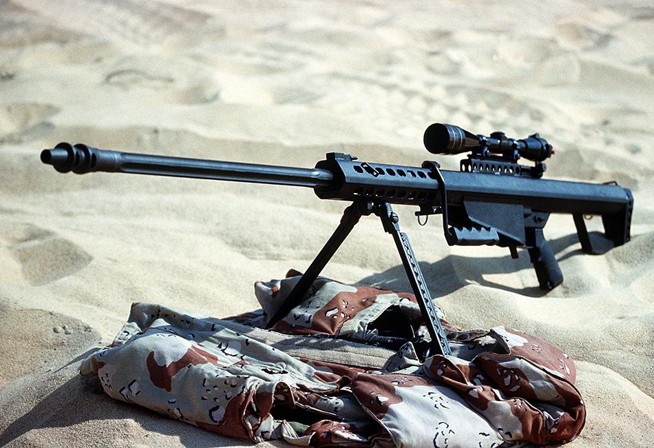 Barett M82 У этой винтовки интересная история создания. М82 собрал американец Ронни Барретт в своем гараже в далеком 1982 году. После отказа ряда ведущих оружейных фирм он решил запустить мелкосерийное производство для внутреннего рынка. Спустя 7 лет армия Швеции покупает у Barrett Firearms 100 винтовок, а затем и армия США обращает на них внимание во время операций «Буря в пустыне» и «Щит пустыни». Сегодня Barett M82 стоит на вооружении нескольких десятков стран и может вести прицельную стрельбу на расстояние почти в 2 км. Винтовка присутствует в целом ряде известных фильмов и компьютерных игр вплоть до GTA V, что лишний раз подтверждает ее авторитет.