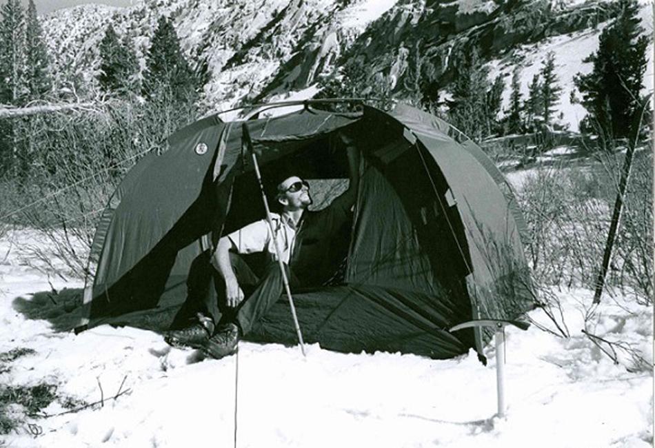 Свой нынешний облик палатки в форме купола приобрели благодаря модели A-16 Dome Tent, которая была выпущена компанией Adventure-16 в 1971 году. Она была двухслойной, каркас был сделан из наборных алюминиевых дуг, а основным материалом был нейлон с водоотталкивающей пропиткой. Палатка имела небольшой вес даже по современным меркам – всего 2,5 килограмма.