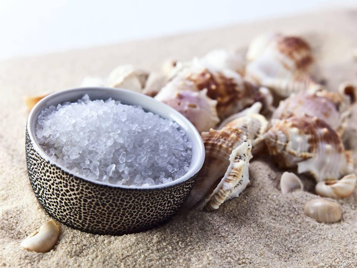 Новые данные Реальная опасность соли все еще обсуждается среди ученых. По сравнению с другими пороками, соль не слишком вредна. Последние исследования в области гипертонии показывают, что алкоголь и диета имеют куда большее влияние на здоровье, чем избыток соли.