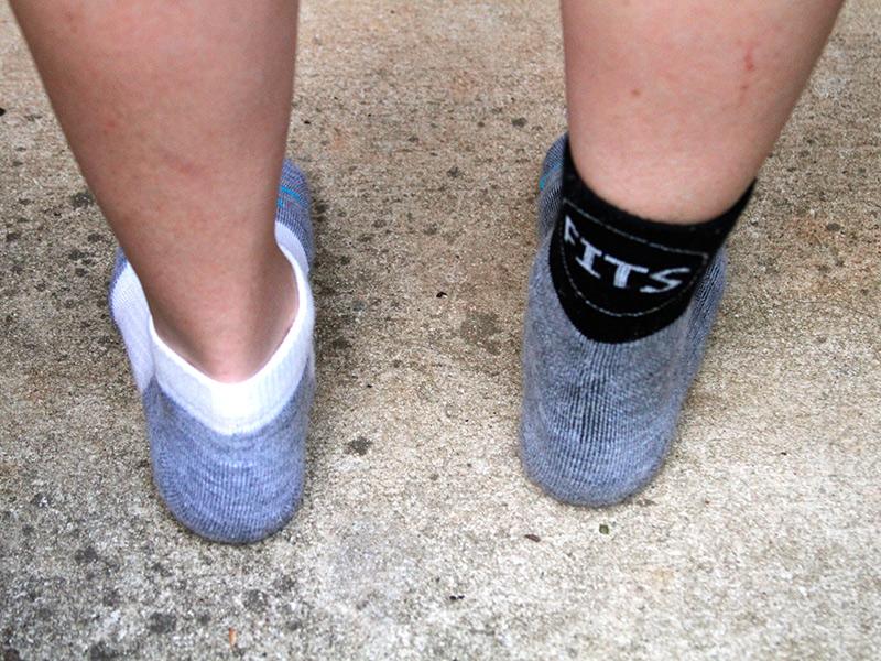 Миф #2: Две пары носков лучше, чем одна Кажется логичным, что раз одна пара носков согревает ваши ноги, то две пары будут делать это еще лучше. Но в большинстве случаев ваша обувь рассчитана именно на одну пару. Вторая пара будет сдавливать ноги, нарушая кровообращение, и таким образом онбудут чувствовать себя даже холоднее, чем в одних носках. Нарушенное кровообращение также повышает риск обморожения ног — одной из основных угроз зимой.