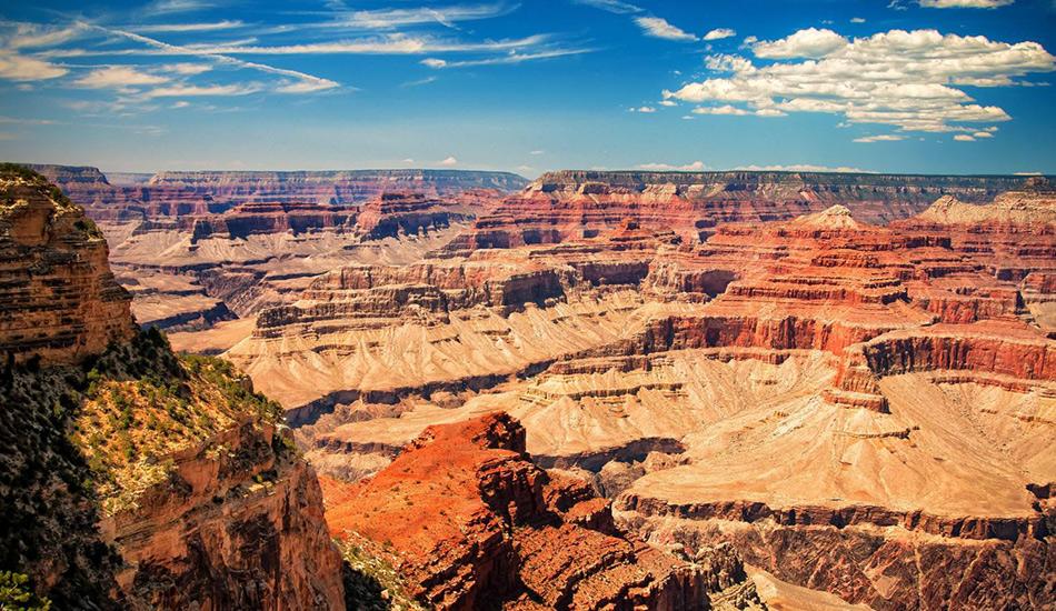 Край Гранд-Каньона Ежегодно в эту жемчужину американской природы приезжает более 5 миллионов туристов, и едва ли бы их здесь было так много, если бы увиденное не оправдывало ожидания. Сложно передать словами и даже фотографией, что значит стоять на краю Большого Каньона — хотя бы раз в жизни стоит сделать это лично. Если вас так уж сильно смущают толпы туристов, то можете отправиться на северный край этого объекта Всемирного наследия ЮНЕСКО.