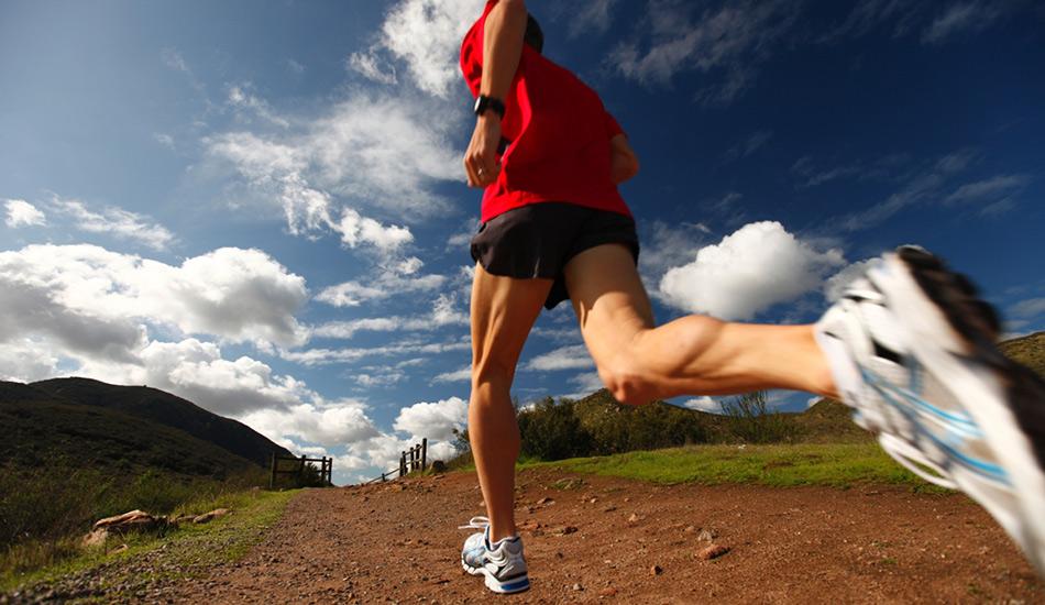 Бегайте быстрее Во время выступлений сложно бегать быстрее, чем вы делаете это на тренировках. С какой скоростью вы хотите пробегать дистанции во время соревнований, с такой вам и нужно бегать во время тренировок, по крайней мере на коротких отрезках.