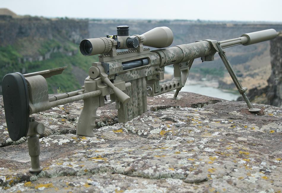 CheyTac m200 «Intervention» CheyTac m200 «Intervention» — одна из составляющих американской снайперской системы CheyTac LRRS — выпускается в различных модификациях с 2001 года. Отличает эту модель способность с высокой точностью поражать цели на больших расстояниях (порядка 2 километров). Можно сказать, что «Intervention» стала настоящим феноменом в мире компьютерных шутеров. Так в известной игре «Call of Duty: Modern Warfare 2» она присутствует как один из самых мощных видов вооружения.