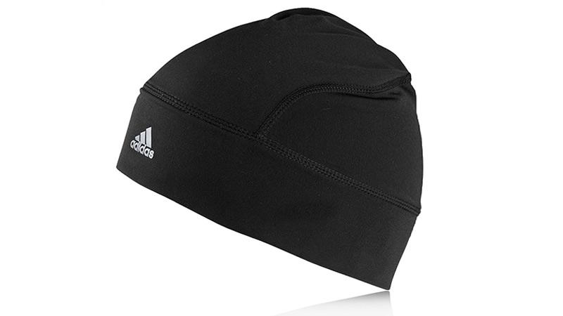 Шапка Голова — это примерно 10% поверхности вашего тела, поэтому обязательно держать ее в тепле. Для активностей вроде пробежек шапка должна быть легкой в плане массы, дышащей, разумеется, теплой, устойчивой к запахам и достаточно компактной, чтобы помещаться в карман. Шапки из флиса или мериносовой шерсти — отличное решение. Как вариант — флисовая шапка adidas Climawarm. В особо сложных — ветряных, морозных — случаях можно надеть балаклаву из того же материала. Ориентировочная цена: 500 – 1000 рублей.