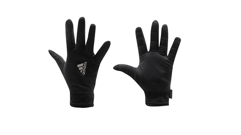 Перчатки Перчатки должны быть теплыми, но не громоздкими и также иметь светоотражающие элементы. Плюс одна из важных функций в эпоху смартфонов — адаптированность к тачскрину. Хороший вариант – перчатки ClimaHeat от Adidas. Ориентировочная цена: 1000 – 1500 рублей.