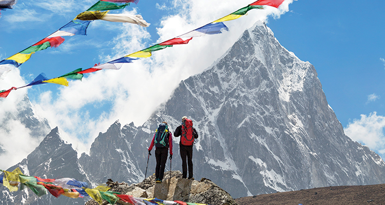 Сходите в Гималаи Нет в мире горной цепи, которая бы поражала своим видом сильнее, чем эти гиганты из Центральной Азии. Пройдитесь по классическому маршруту к лагерю Эверест, где вам откроются прекрасные виды на пик Чоладзе высотой 6335 метров. Интересно, хоть кто-нибудь покидал это место невпечатленным?
