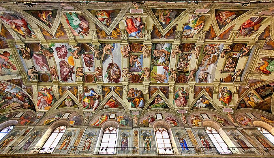 Потолок Сикстинской капеллы Искусство, и особенно его восприятие, всегда субъективно — сложно найти работу, которая бы нравилась абсолютно всем. Но вряд ли вы найдете много аргументов против того, что роспись Сикстинской капеллы в Риме поражает воображение. Микеланджело более известен как скульптор, несмотря на то, что его фрески знакомы гораздо большему кругу людей. Этот знаменитый итальянец эпохи Возрождения провел 4 года, рисуя более 400 фигур над своей головой. Уникальность потолка в капелле в том, что независимо от того, где вы стоите, вы будете воспринимать нарисованное как цельную картину.