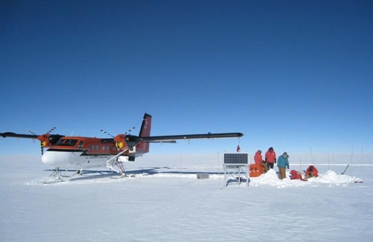 Плато, Восточная Антарктида Научная станция США «Плато» прекратила свой работу в 1969 году. Самая низкая температура, зафиксированная на станции, составляет -73,2 ° C.