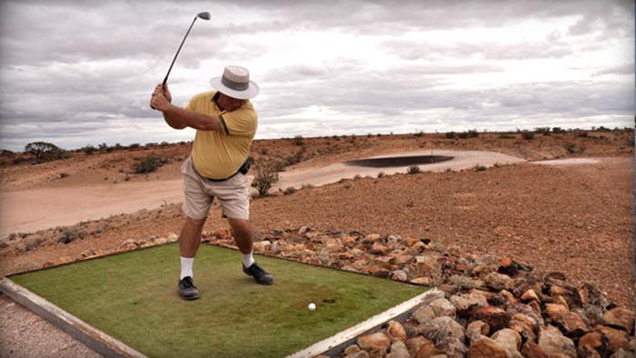 Главное развлечение местных жителей — гольф. Особенность местного гольфа состоит в том, что трава используется «передвижная». Перед тем как сделать удар гольфисты выстилают вокруг площадку с дерном.