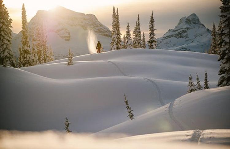 Роджер-Пасс, США Место, возвышающееся на 1710 метров над уровнем моря, находитсяв американском штате Монтана. В Роджер-Пасс была зафиксирована самая холодная температура на территории США за пределами Аляски. В январе 1954 года столбик термометра опустился до отметки −57 °C.