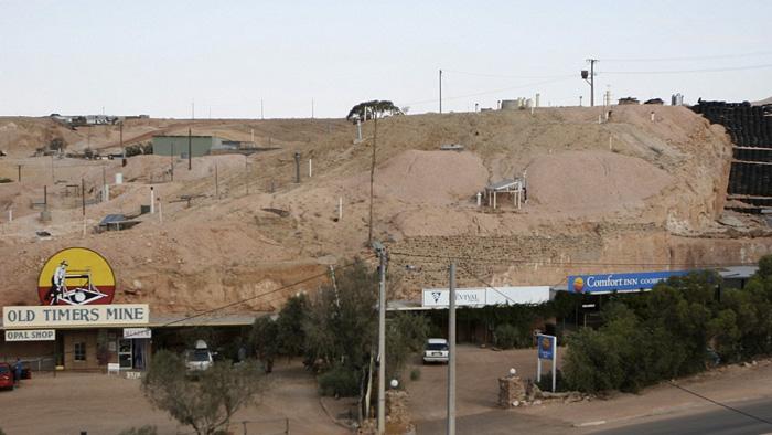С появлением такого достижения технического прогресса, как кондиционер, около половины жителей городка переехали в наземные дома. В 2011 году население Кубер-Педи оставляло1695 человек.