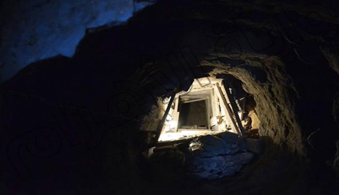 Древний туннель Житель деревни Эль Харанейя, расположенной недалеко от плато Гиза, в процессе перекапывания двора обнаружил вход, ведящий тоннель. Оказалось, что потайной коридор связывает его двор с самой большой и древней из трех пирамид Гизы — Великой Пирамидой Хуфу. Легендарный тоннель ученые искали несколько десятков лет.