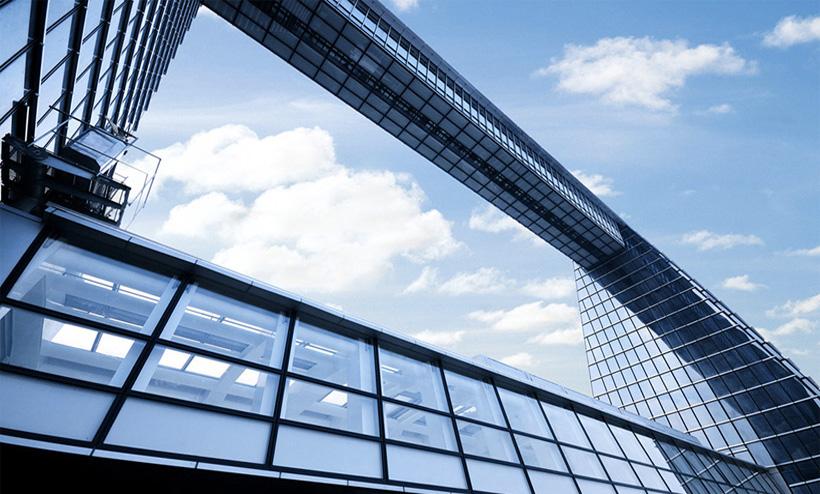 Шанхайский всемирный финансовый центр Стеклянно-зеркальный переход из одной части платформы в другую заслуживает отдельного упоминания.